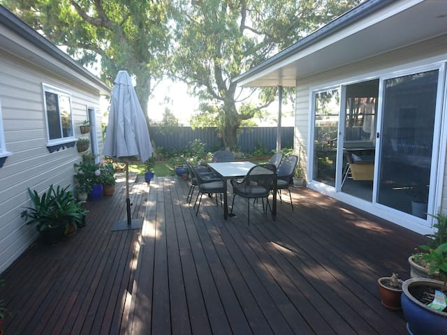 Spacious room and bathroom, Corrimal - Corrimal - Huis