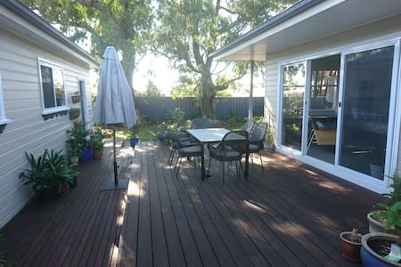 Spacious room and bathroom, Corrimal - Corrimal - Rumah