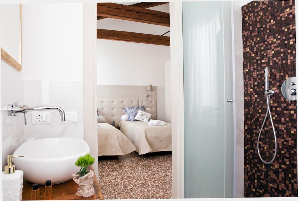 bedroom - 2 separate beds