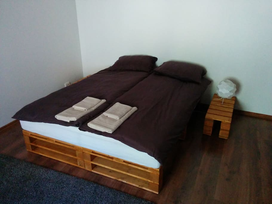 Double bed which can be transformed into 2 single beds.