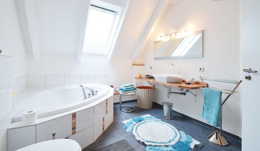 Zimmer mit Balkon München-Flughafen - Fahrenzhausen - Apartment