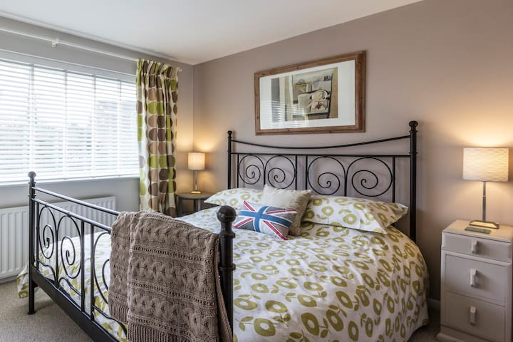 Stylish room in seaside village - Kingsdown, Deal - House