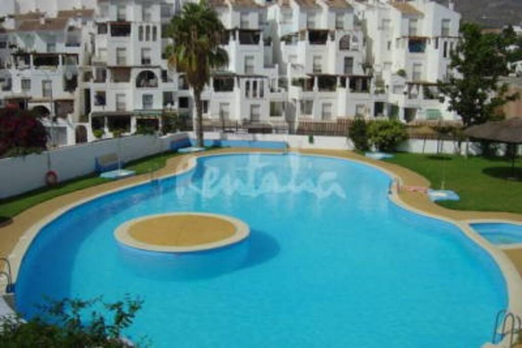 Piscina comunitaria / swimming-pool