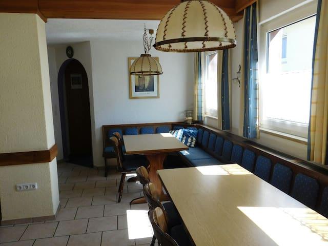 Günstig Wohnen und Urlaub machen im Frankenwald - Helmbrechts - บ้าน