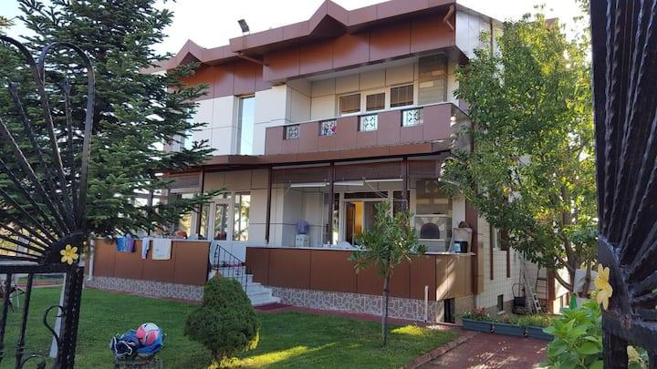 Silivri'de Bahçeli Plajlı Mangallı Villada Odalar