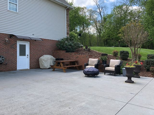 Parking space and patio area adjacent to private entrance.  The large concrete area will accommodate several vehicles and/or boats...perfect for tournament fisherman.