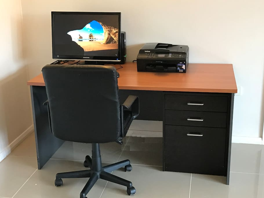 "Fully equipped work desk with Windows 10 computer, a 24"" monitor and colour printer/scanner, good for printing out your day trip tickets or boarding passes ect."