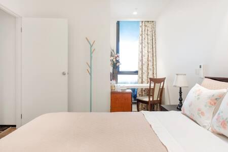 Master bedroom Walk to CBD.Albert Park.St Kilda RD