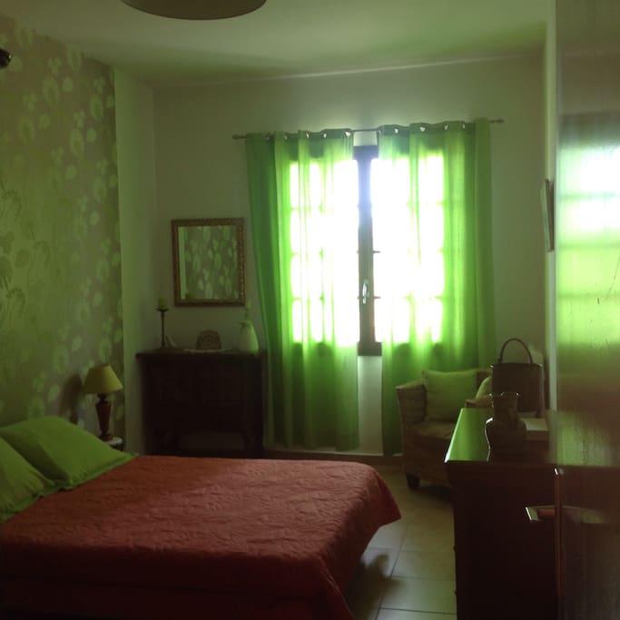 Chambre spacieuse, lumineuse et indépendante