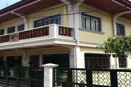 561 R. FERNANDEZ - Manila