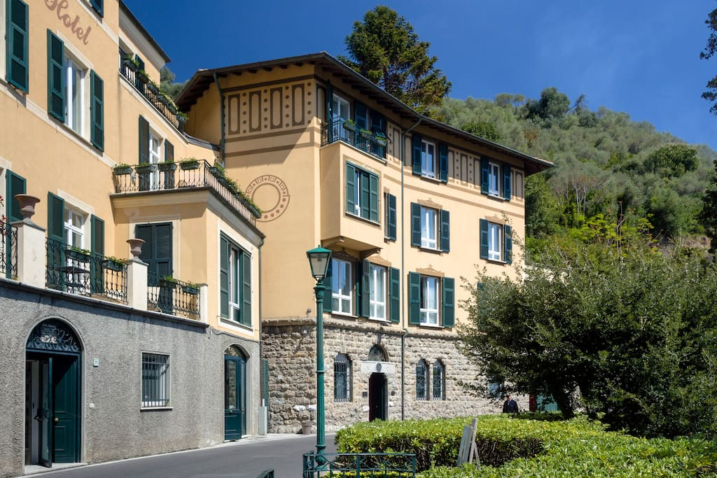 Hotel in PORTOFINO  : view from the street