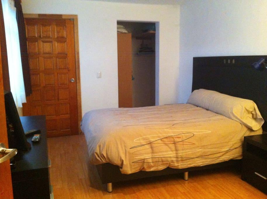 Habitación principal, cama matrimonio, patio de servicio c/lavadora