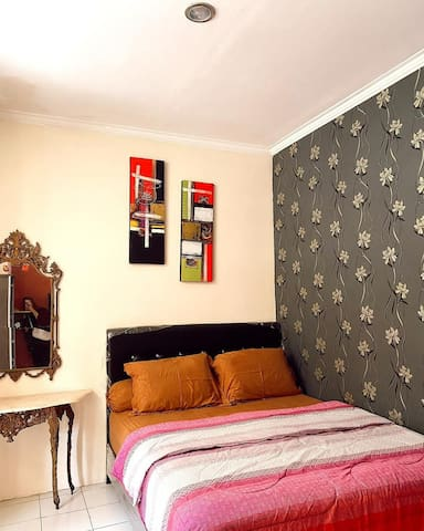 Bed Room 3..queen Size Mattras...with TV 32 and seating area..