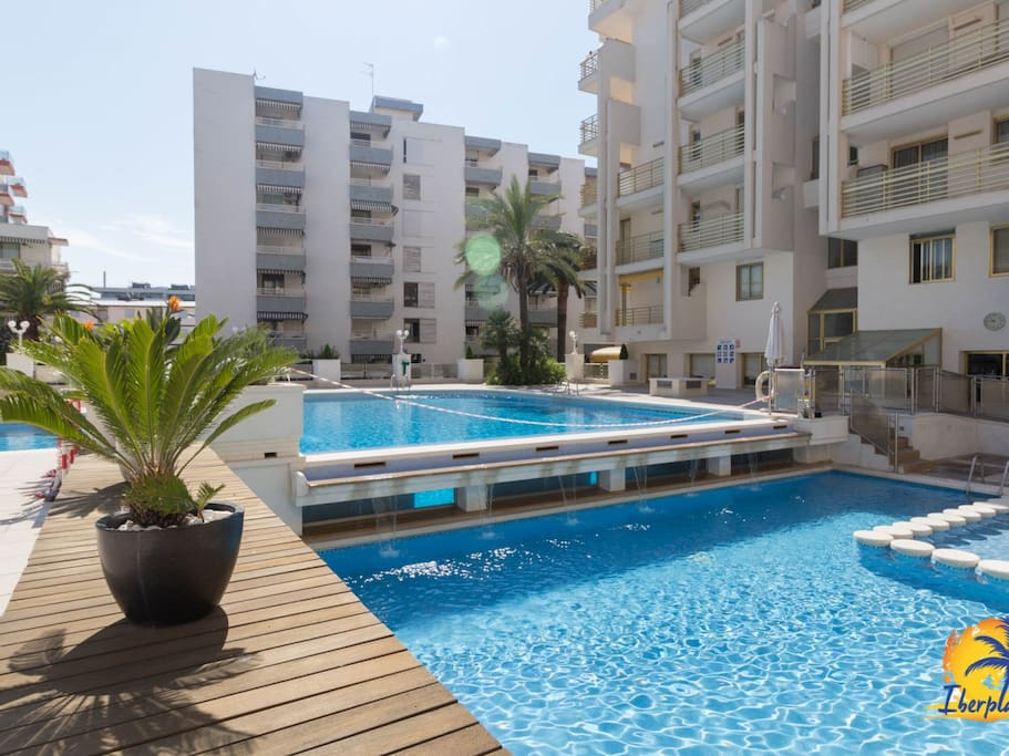 bel appartement avec a c et piscine communautaire paseo jaume i de salou appartements. Black Bedroom Furniture Sets. Home Design Ideas