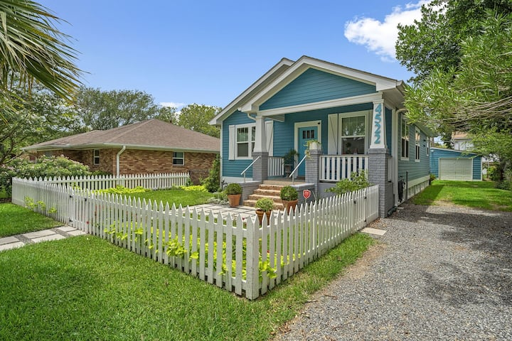 NEW!! Clean and Remodeled Centrally located 2 Bedroom House! - The Blue Pelican