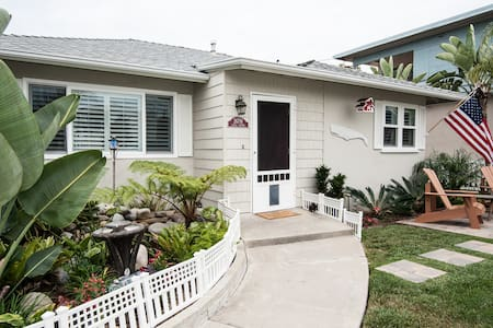 Betty's Beach Bungalow  STR17-0606 - Dana Point - Dom
