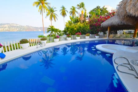 3 Villas w/ private beach & pool - Acapulco