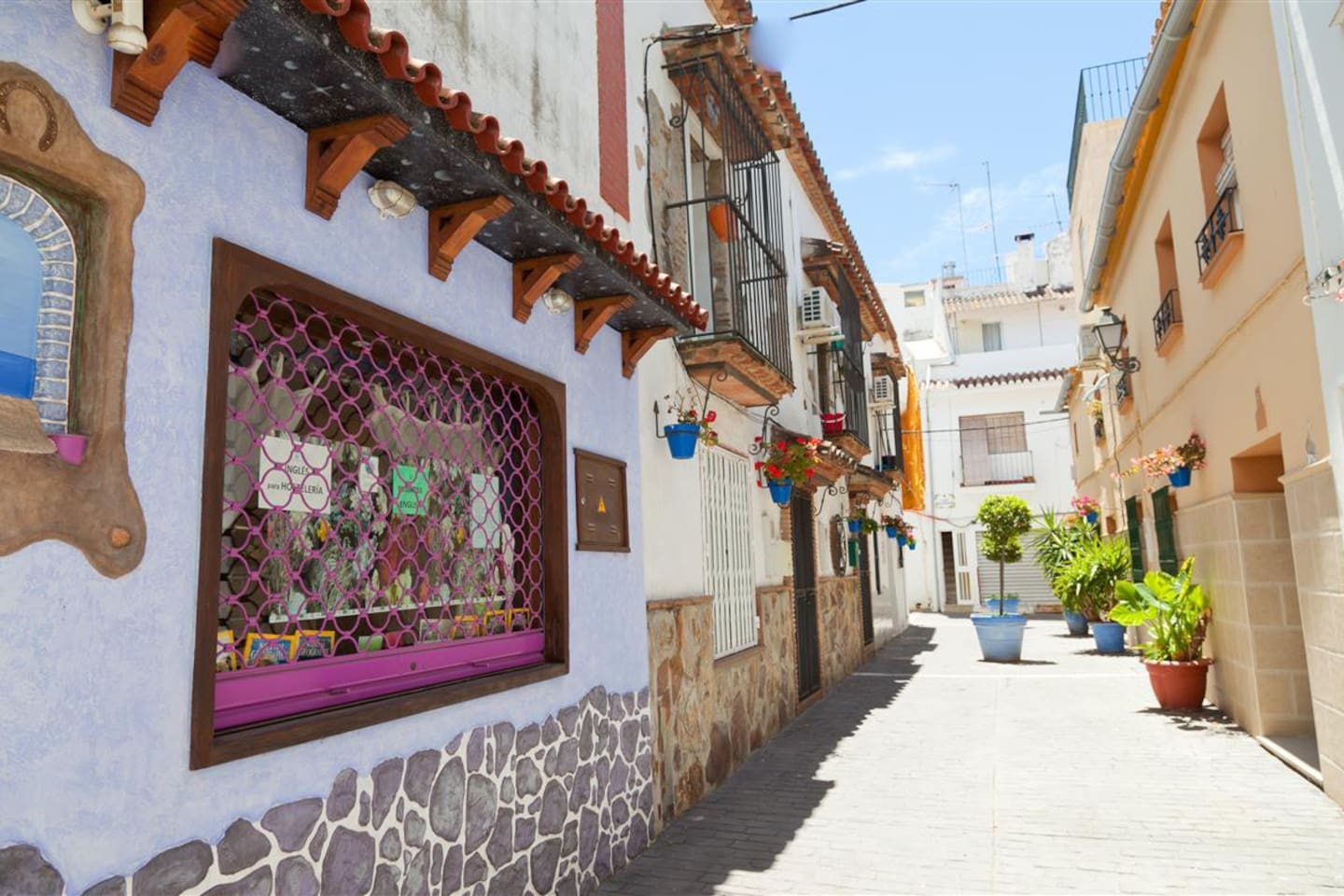 Calle Flores - the entrance to this upstairs apartment