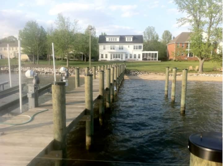 Waterfront 7 BR home 1 hour from DC