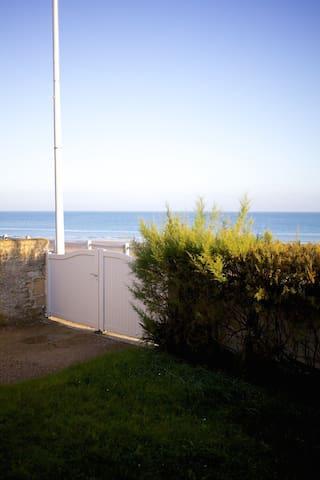 Maison front de mer avec jardin - Lion-sur-Mer - Hus