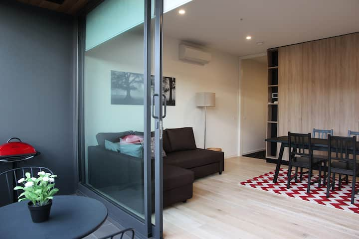 Stay near CBD, Albert Park