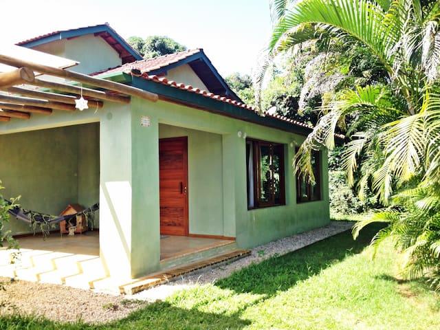 Casa aluguel definitivo 3 suítes ao lado da praia