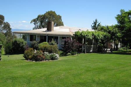 Holly Ridge - A Country Cottage for Mt Buller - Bridge Creek  - Bed & Breakfast