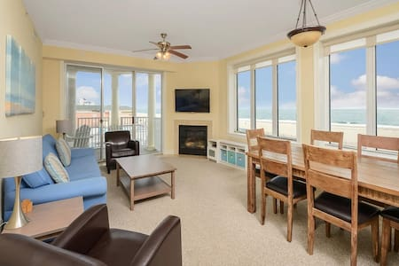 ⭐️NEW LISTING Boardwalk Pool Ocean Front  Sunrise⭐️