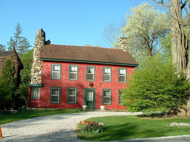 Charming One Bedroom in Berkshire Farmhouse - Tyringham - 一軒家