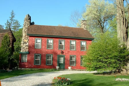 Charming One Bedroom in Berkshire Farmhouse - Tyringham