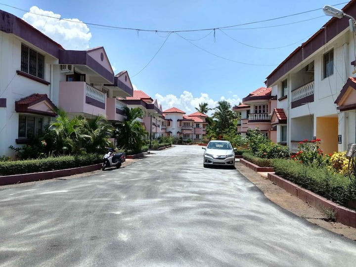 Lotus 1 Bedroom Suite INNGOA 3 Mins Walk to Beach