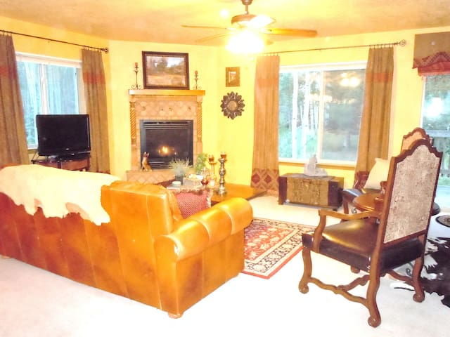 Elegant yet comfortable, sleeps 10 - Angel Fire - Casa