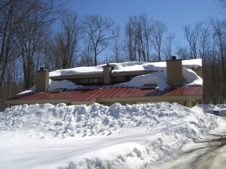 Killington Chalet w/Hot Tub&Sauna, Ideal Location
