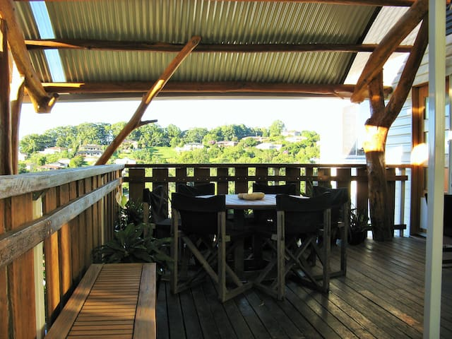 House w. loft bedroom & balcony, views, near town