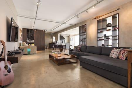 Apt w 2 suites @ luxury condominiun