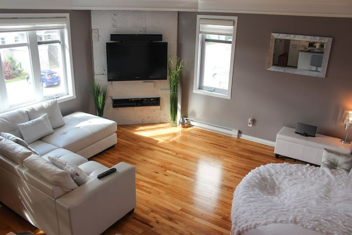 Luxurious condo; Montreal in 10 min - Laval - Pis
