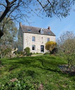 Maison de caractère à 10 min du Mont St Michel - Crollon - Hus