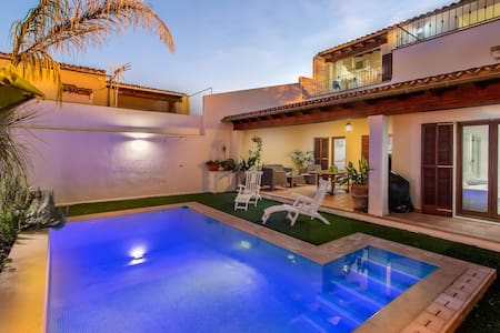 PINTOR, modern townhouse with pool