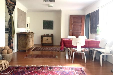 private room in a quiet natural setting - Larapinta