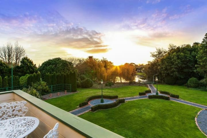 Luxury lifestyle mansion & garden - Karaka