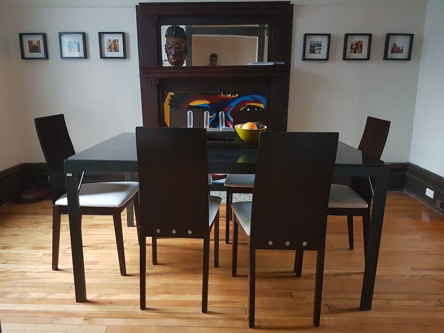 Sunny dining room to eat breakfast.