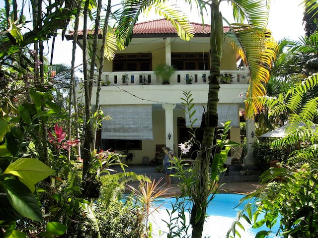 Haus im Dorf in romantischem Garten - Tabanan - Rumah
