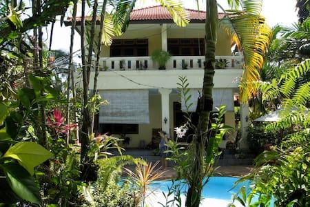 Haus im Dorf in romantischem Garten - Tabanan - Haus