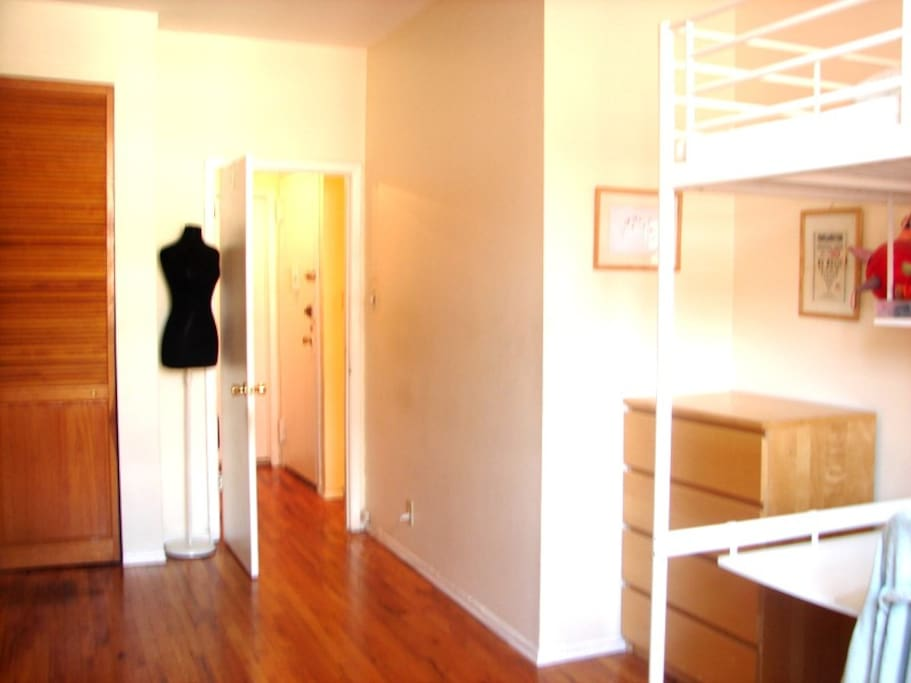 Entire floor private bathroom great location for Rooms for rent in nyc with private bathroom
