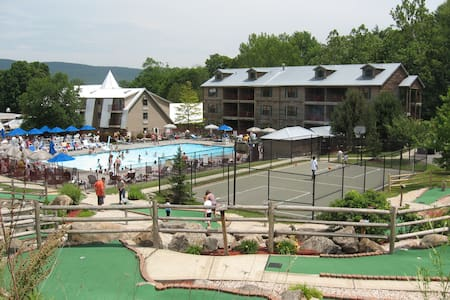 Holiday Inn Club/ Oak and Spruce, Berkshires