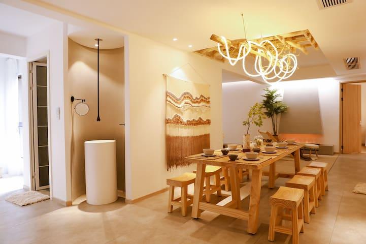 【翩然居】整套房/电梯公寓/自助入住/超大投影/大浴缸/秋千