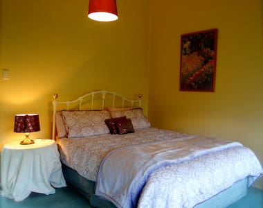 Our beautiful Gezellig Room ! - Dunedin - Bed & Breakfast