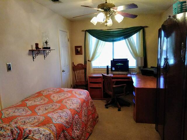 Single room W/twin bed in warm, quite house!