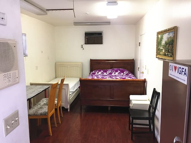 S--102 Room with a private Bath,Parking wifi,TV