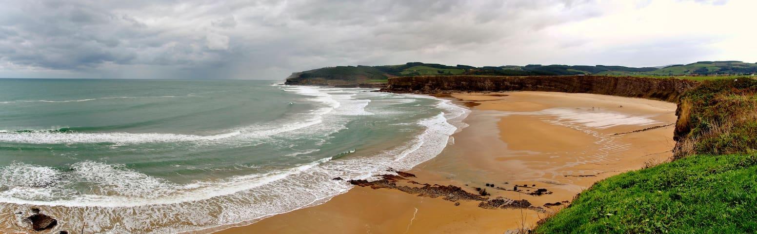 Playa de Langre a 1 km